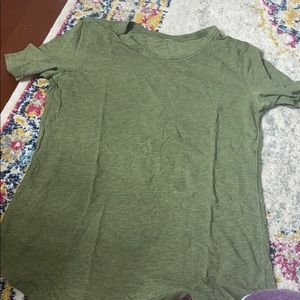 GREEN LULULEMON TOP SIZE 2